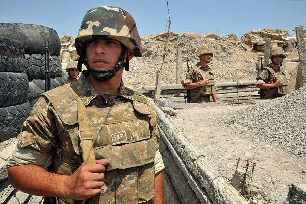 ارمنیستان اوردوسوندا خاوس: ظابط عسگرلرینی دؤیدو