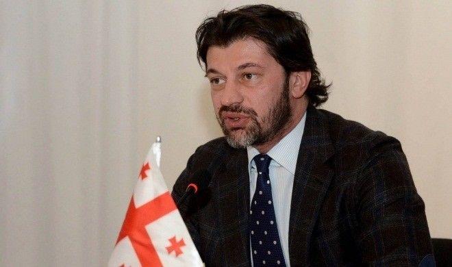 Tiflis meri maaşından imtina etdi