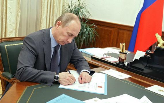Putin Suriyadakı əməliyyatlara görə 2 nəfəri mükafatlandırdı