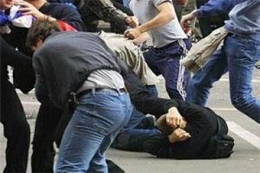 Bakıda kütləvi dava: Polis mayoru bıçaqlandı