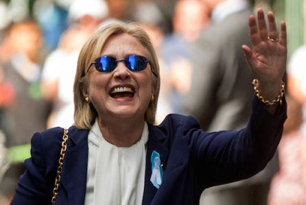 Самолет с Клинтон на борту совершил экстренную посадку