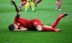 "Lewandowski left ""devastated"" by a knee injury"