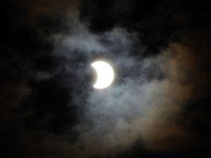 Ay tutulması davam edir