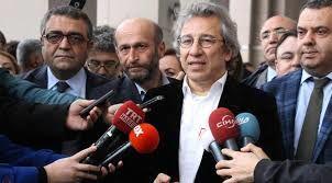 Türkiyə həbs qərarı çıxardı, Şults ona mükafat verdi
