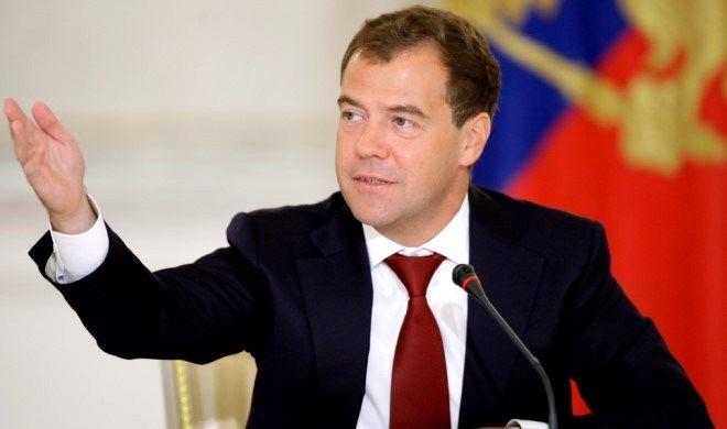 Medvedyev Karapetyanı Moskvaya çağırdı