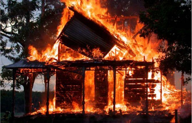 Ağdamda ev yandı