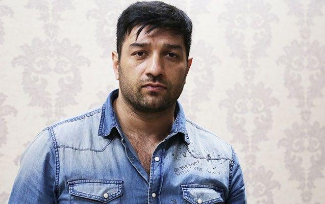 آذربایجانلی آکتیور آذربایجان میللی حرکاتینین بایراغینی پایلاشدی - فوتو