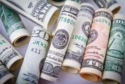 ایران  بانکی دلارین باهالاشماسینا گؤره دؤولتی گناهلاندیردی