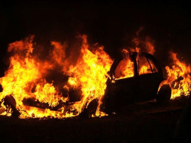 Astarada avtomobil yandı: yaralılar var