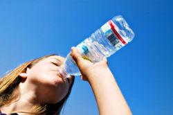 Опасно пить воду из пластиковых бутылок