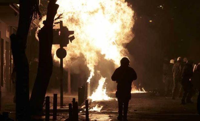 Afinada tələbələr ayağa qalxdı: 20 nəfər saxlanıldı - Video