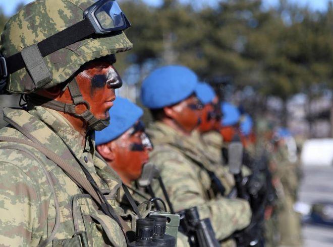 Türkiyə komandoslarını Suriya sərhədinə göndərdi