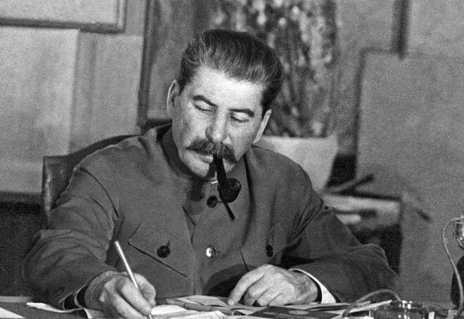 Ruslar Stalinə necə münasibət bəsləyir?