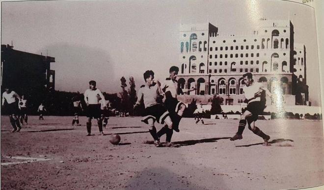 Hökumət Evinin yanında stadion - Tarixi foto