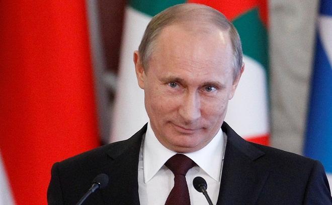 Putin çıxartdığı iki naziri özünə köməkçi götürdü