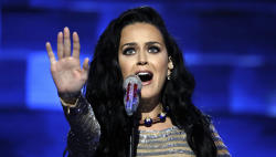 Katy Perry suffers camel toe -