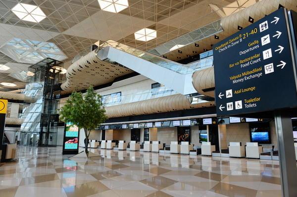 مسافران پروازهایی که از چین  وارد کشور میشوند کنترل و معاینه میشوند.