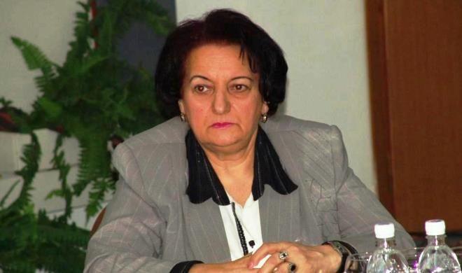 Elmira Süleymanova təqaüdə gedir
