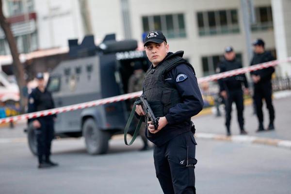 İstanbulda silsilə terakt hazırlığı: 11 terrorçu...