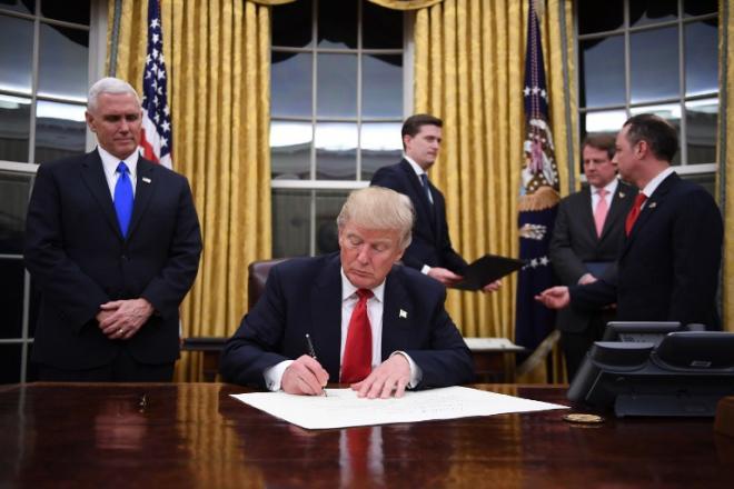 Первые указы Трампа ударят по нефтяным странам