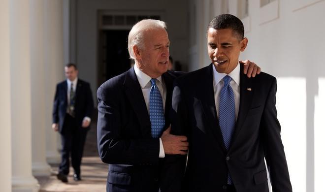 Обама и Байден покинули Вашингтон