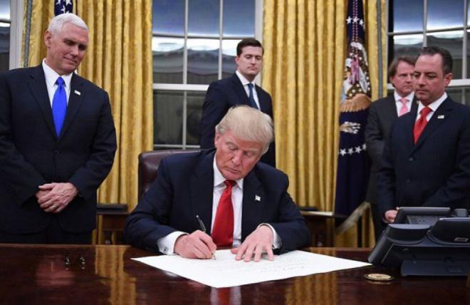 Трамп ввел торговые ограничения с Китаем