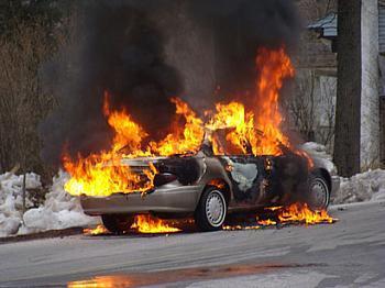 Şamaxıda avtomobil yandı