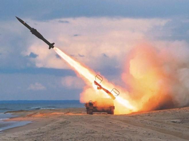 Husilər Səudiyyə aeroportunu ballistik raketlə vurdu