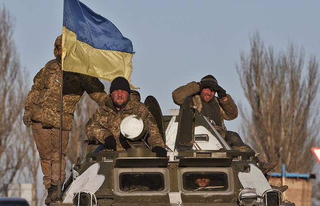 Ukrainian troops come under mortar fire in Donbas