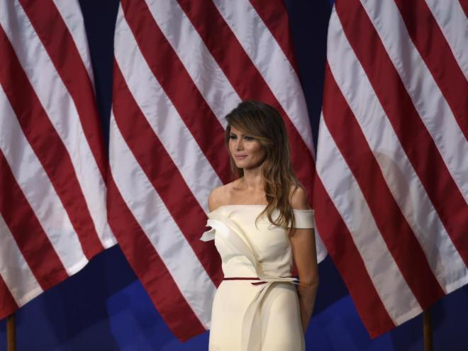 "Melania Trump's ""exam"" with scissors -"