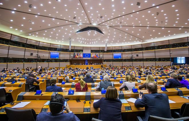 ЕП одобрил продление санкций против России