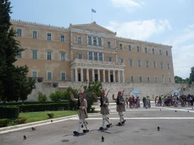 Yunanıstanın reytinqi ilk dəfə qaldırıldı