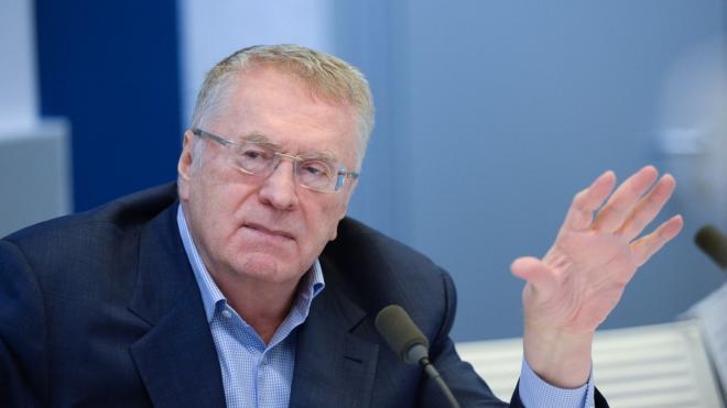 Жириновский рекомендует отказаться от рукопожатий