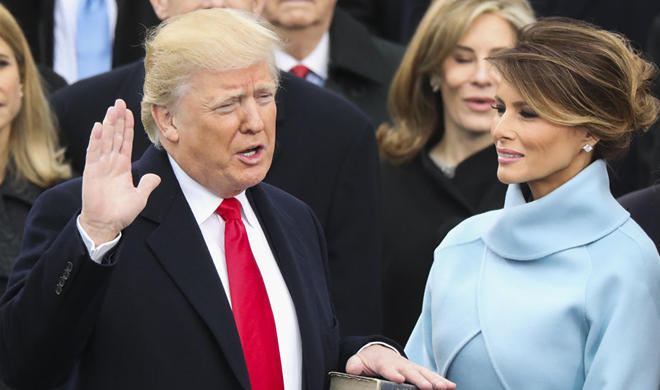 Melania again avoids holding Trump's hand - Video