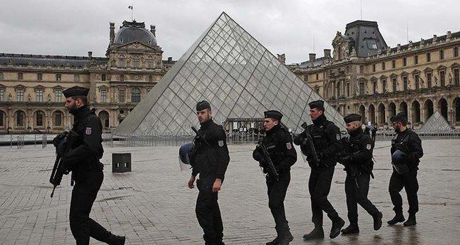 Fransa 76 məscidlə bağlı araşdırma aparacaq