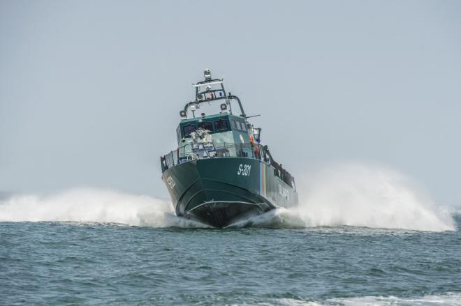 Наши пограничники спасли экипаж иранского судна