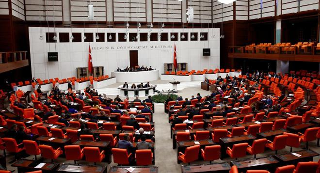 Парламент Турции утвердил дату досрочных выборов