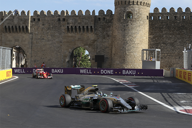 В Баку стартует второй день Формулы 1