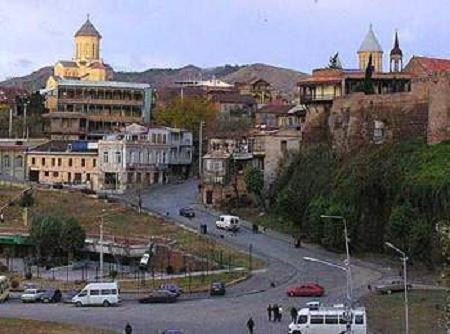 Gürcü keşişlər Azərbaycana gedən yolu bağladılar