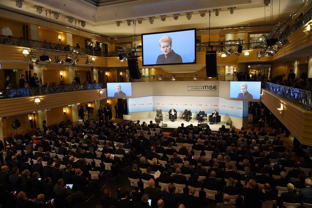 Пенс обсудил с Меркель и Иран - Обновлено