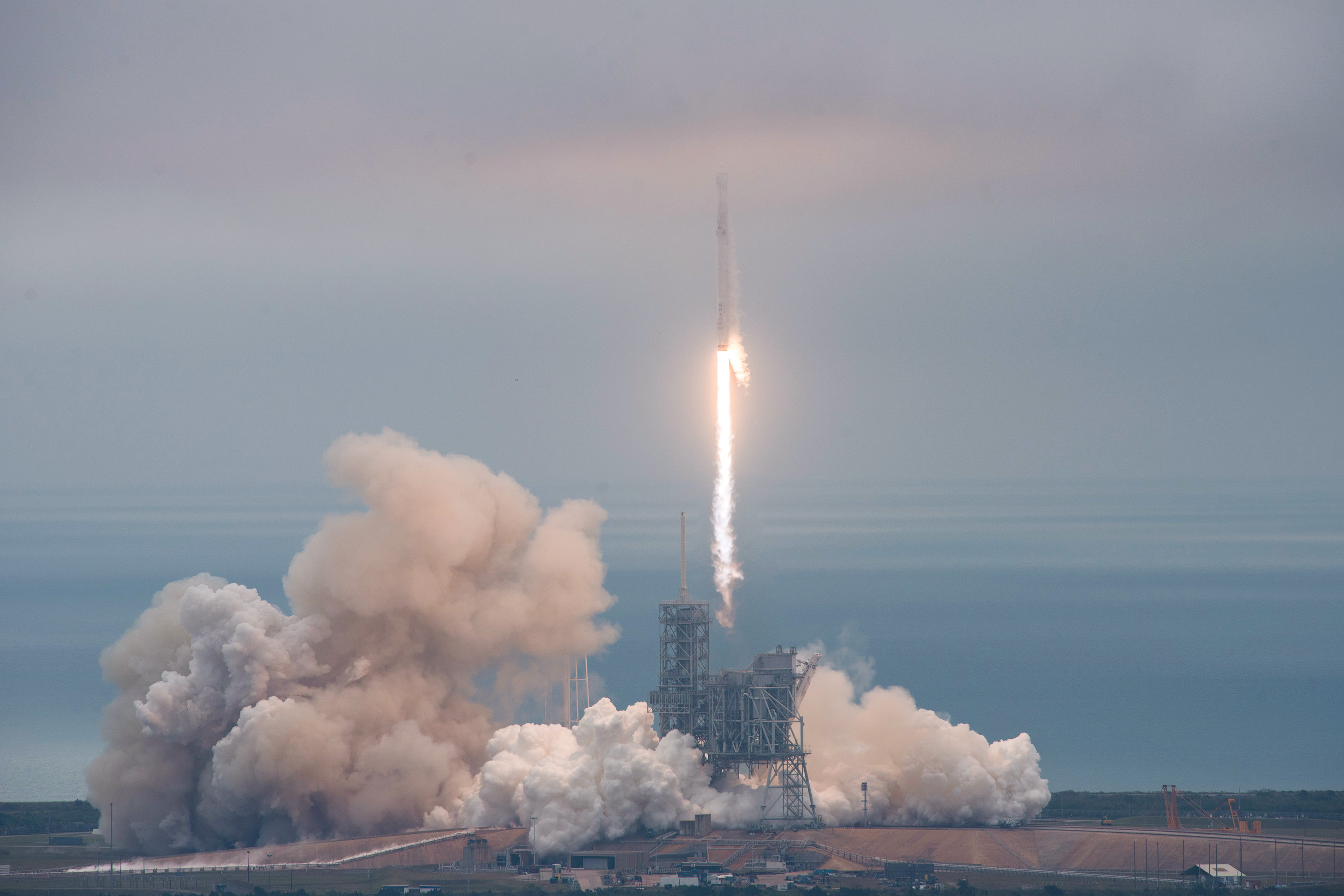 SpaceX puts up 60 internet satellites -