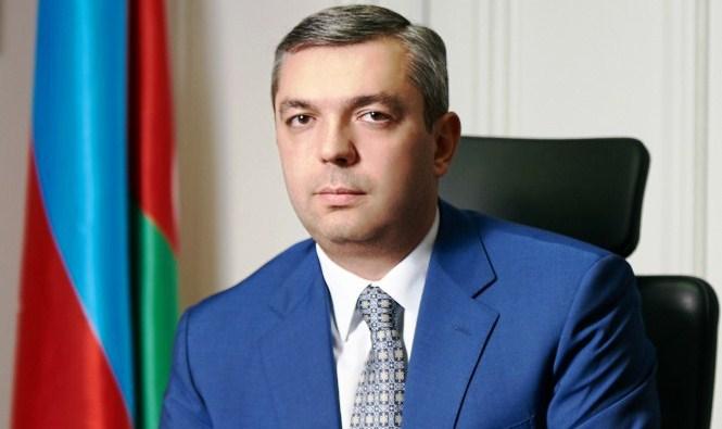 Ramiz Mehdiyev Samir Nuriyevi kollektivə təqdim etdi