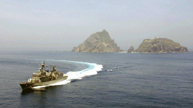 Aralıq dənizində gərginlik: Türk donanması müdaxilə etdi