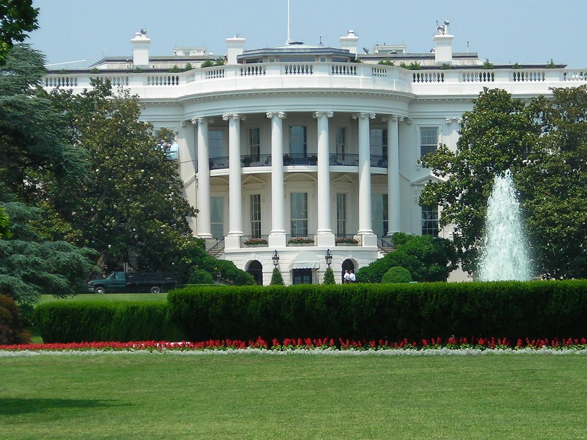 Неизвестный попытался проникнуть в Белый дом