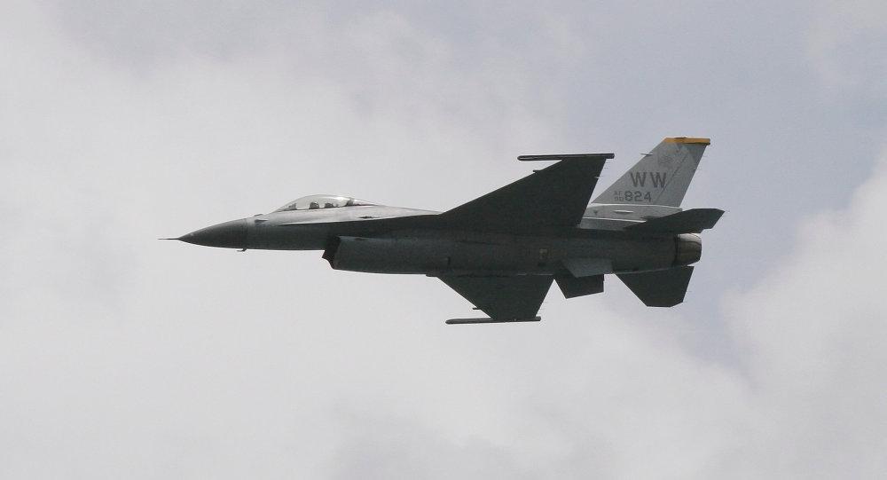 Истребитель США загорелся над Японией