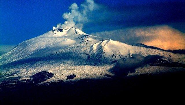 Etna vulkanı yenidən oyandı: duman 9 min metrə yüksəldi