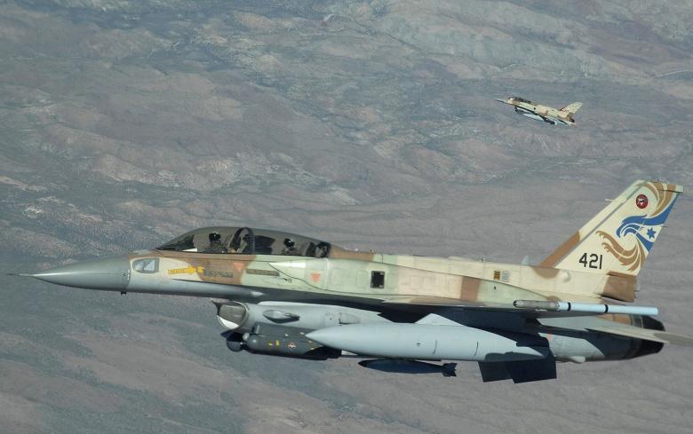 İsrail Qəzzanı vurdu: Liman yandırıldı
