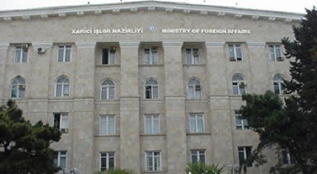 Azerbaijani presidential aide, FM hold meeting with diplomats