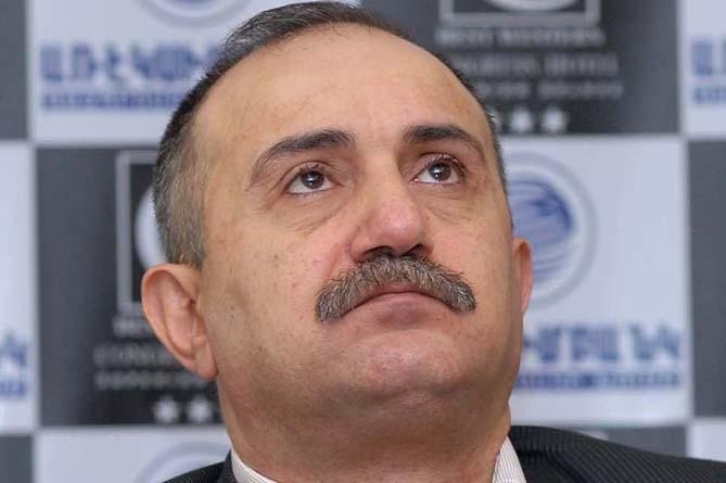 """İrəvanda səs-küylü həbs: """"Müdafiə naziri"""" vuruldu"""