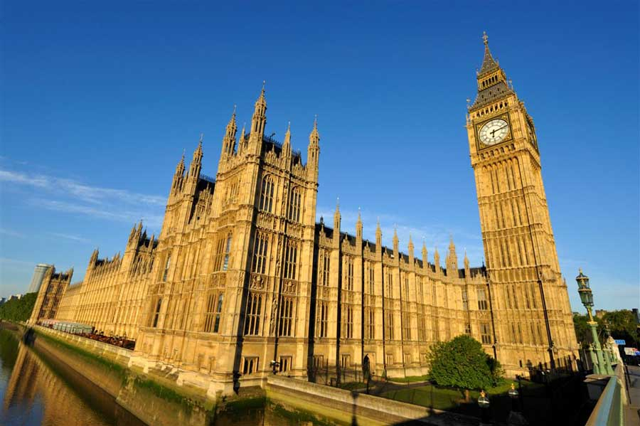 В Британии начались выборы в парламент